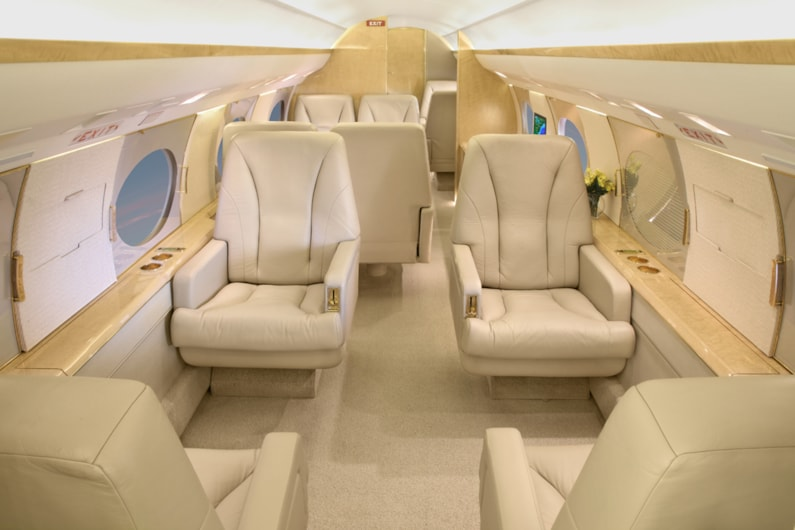 Private jet for sale charter: 1988 Gulfstream IV heavy jet
