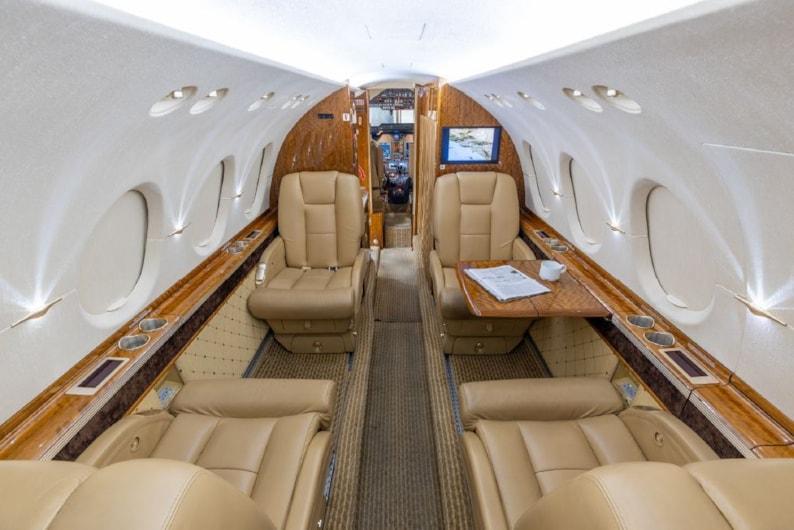 Private jet for sale charter: 2005 Hawker 800XPi midsize jet