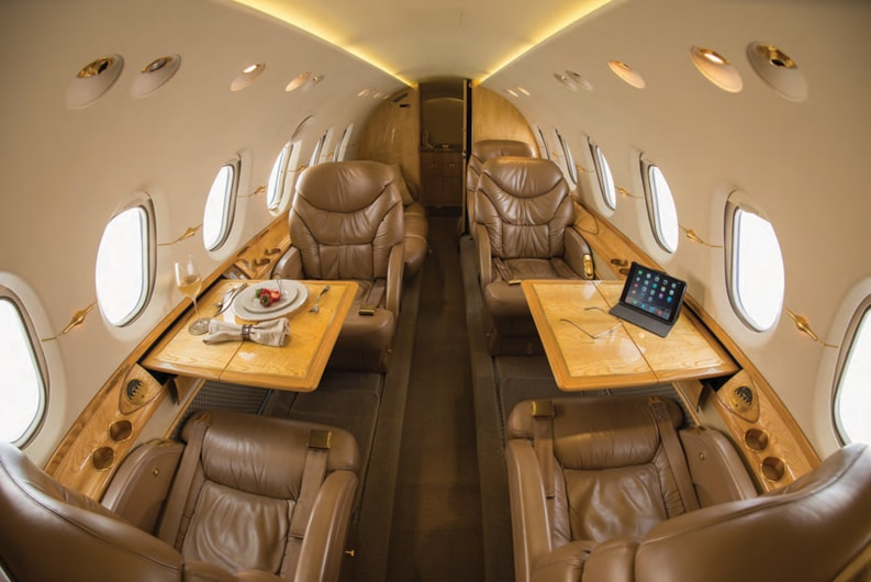 Private jet for sale charter: 2000 Hawker 800XP midsize jet