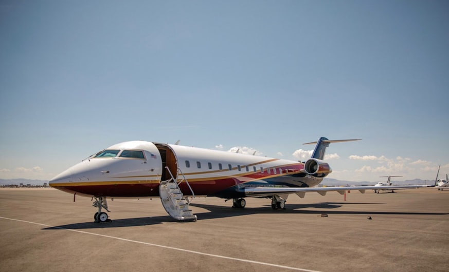Private jet for sale charter: 1995 Bombardier Challenger 850 heavy jet