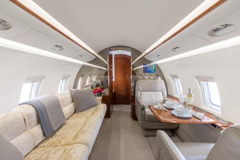 Private jet for sale charter: 2004 Bombardier Challenger 604 heavy jet