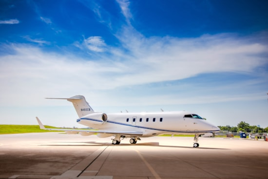 Private jet for sale charter: 2007 Bombardier Challenger 300 super-midsize jet