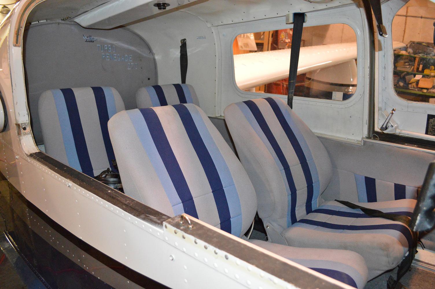 Lake LA-4-250 interior