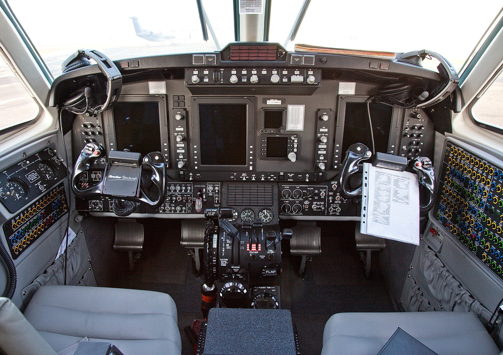King Air 350i panel