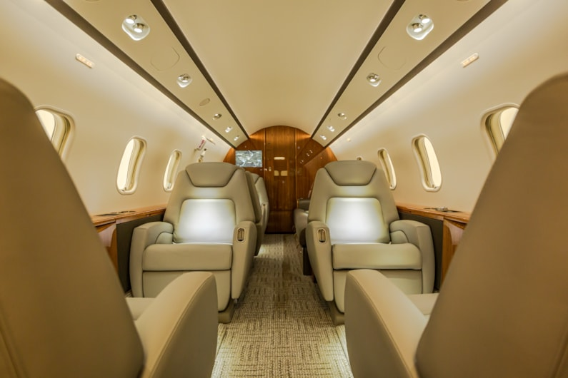 Private jet for sale charter: 2011 Challenger 300 super-midsize jet