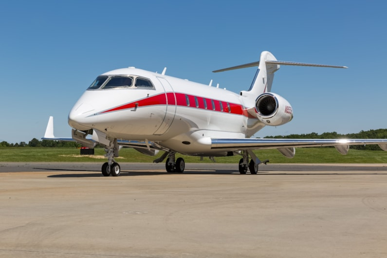 Private jet for sale charter: 2006 Challenger 300 super-midsize jet