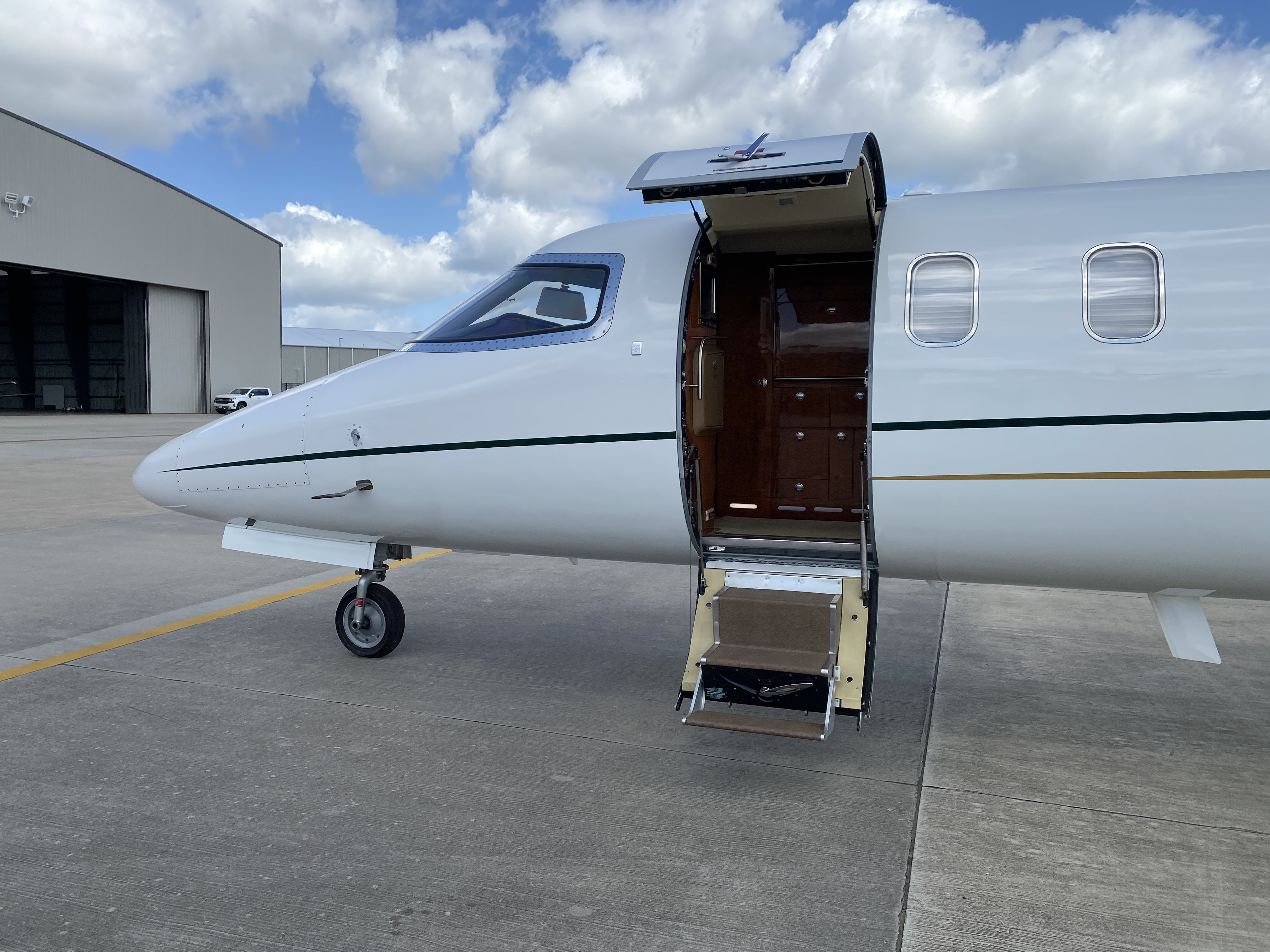 Learjet 45 XR exterior