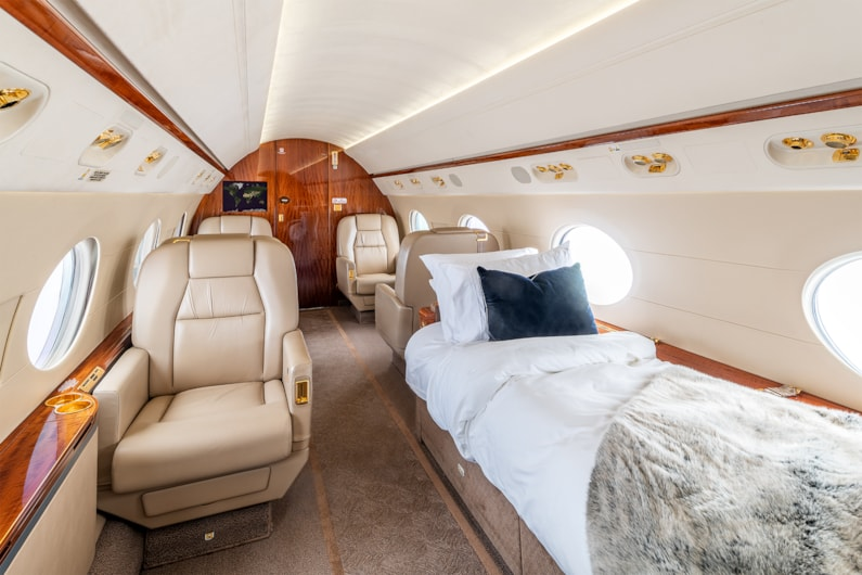 Private jet for sale charter: 2010 Gulfstream G450 heavy jet