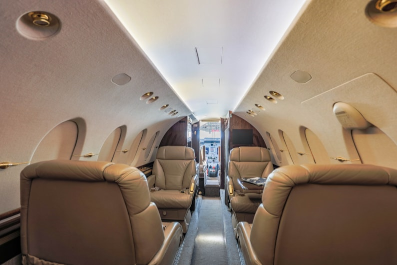 Private jet for sale charter: 2006 Hawker 800XPi midsize jet