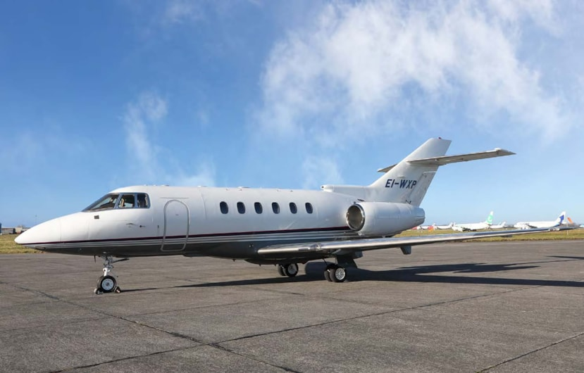 Private jet for sale charter: 1998 Hawker 800XP midsize jet