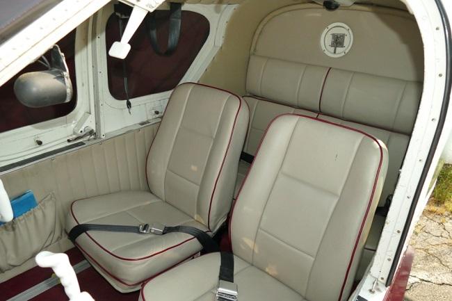 Lake LA-4-200 interior