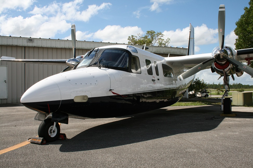 Twin Commander 690B exterior