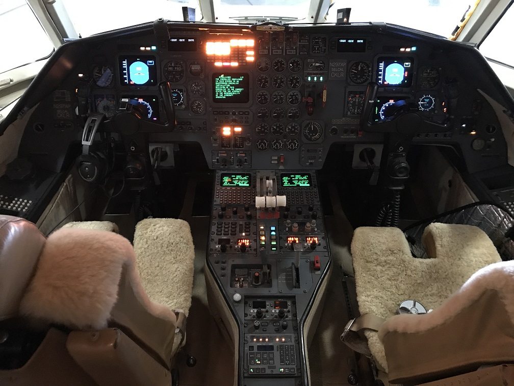 Falcon 900B panel