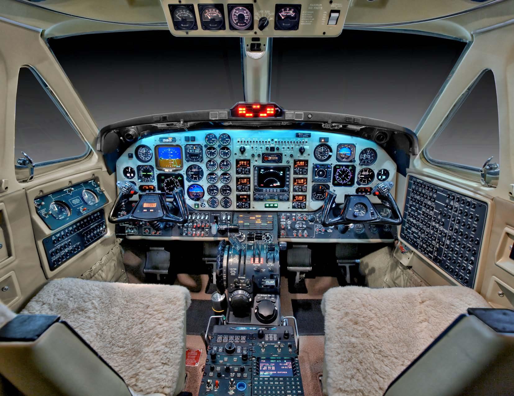 King Air 350 panel