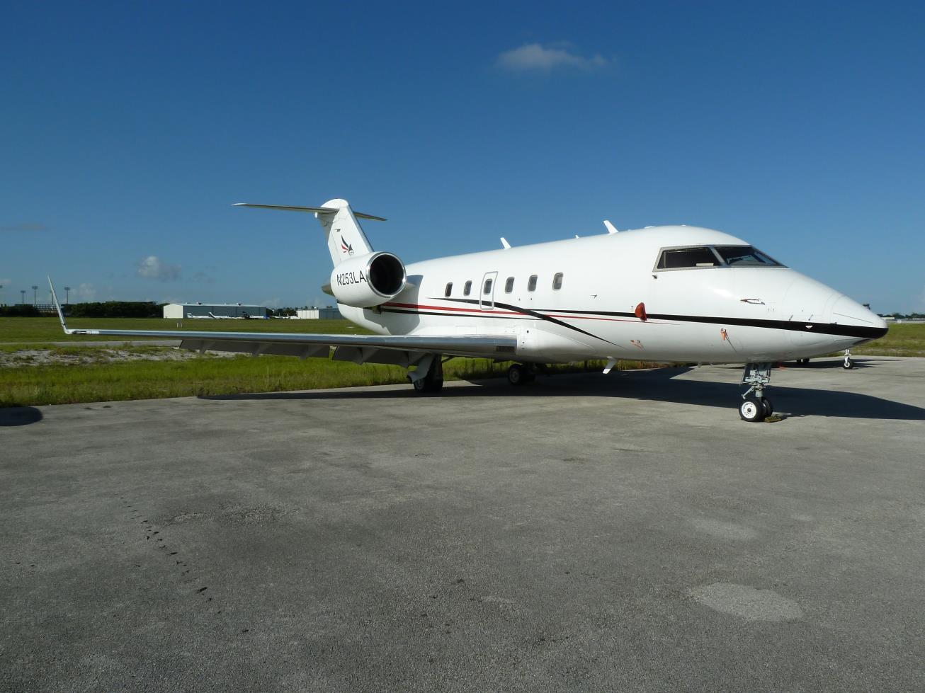 Challenger 601-3A exterior