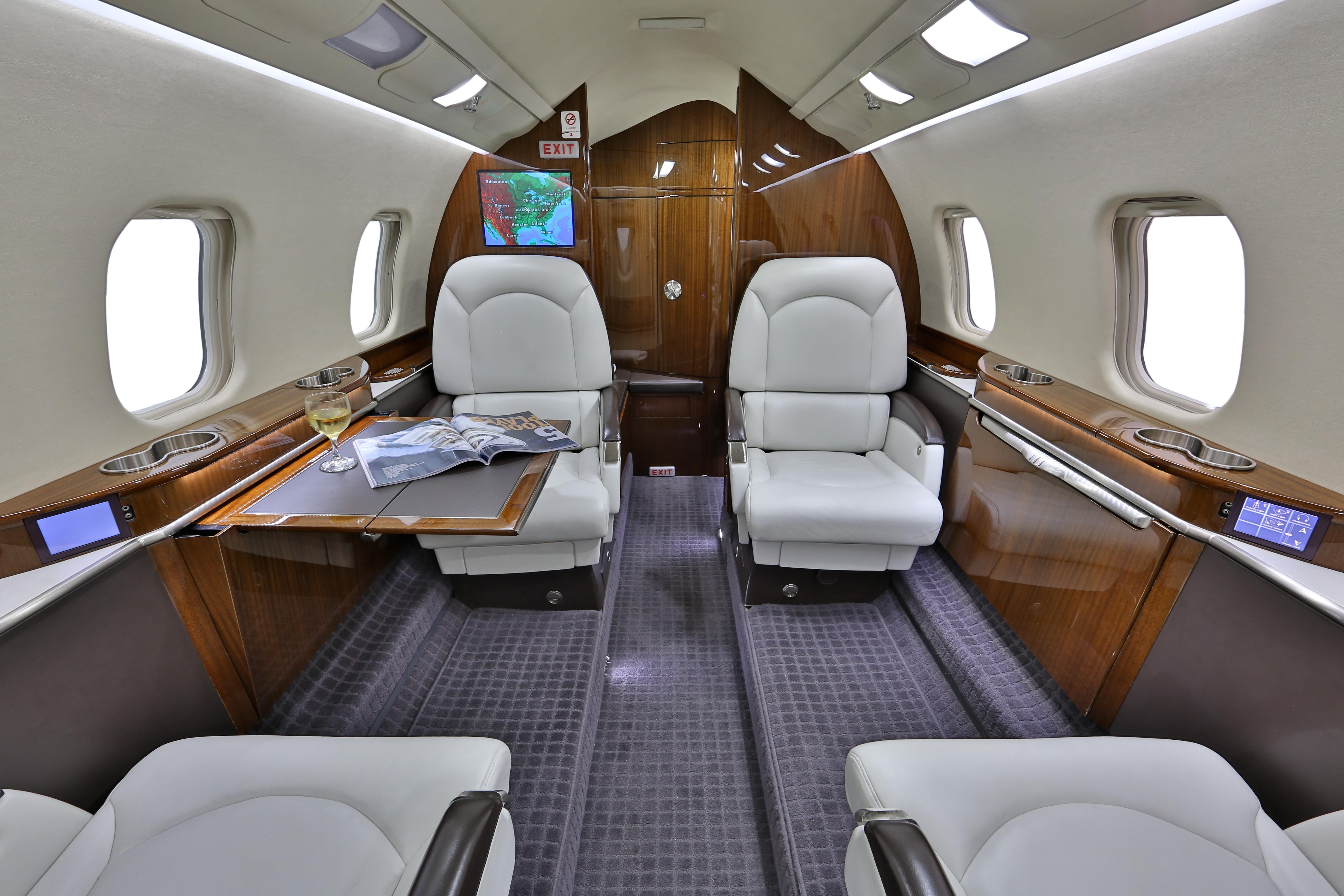 Learjet 60XR interior