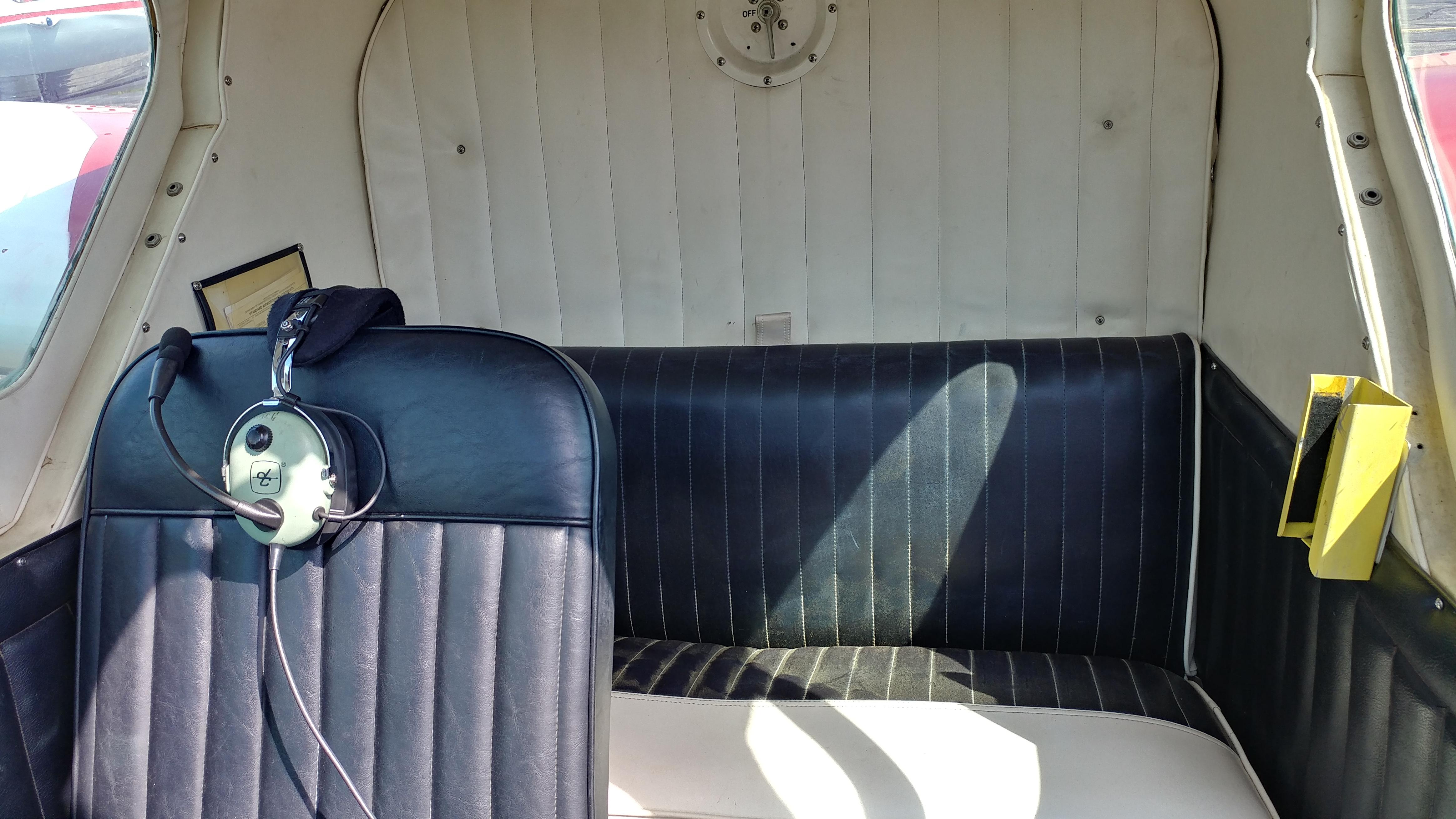 Lake LA-4-180 interior