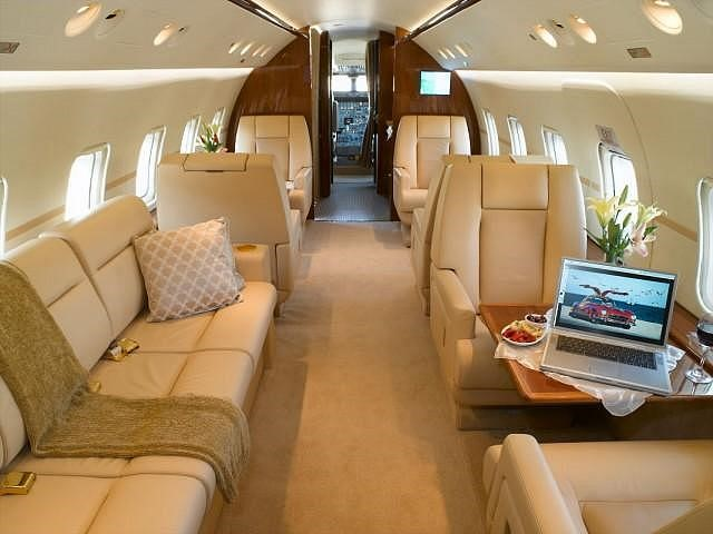 Challenger 601-1A interior