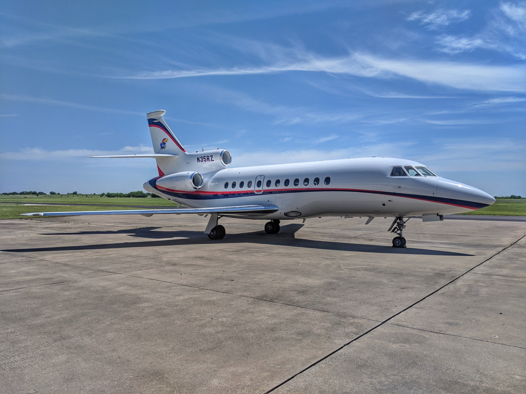 https://resources.globalair.com/aircraftforsale/images/ads/original/85155_94_falcon900b_sn137_e1.jpg