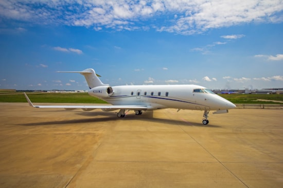 Private jet for sale charter: 2006 Bombardier Challenger 300 supermid jet
