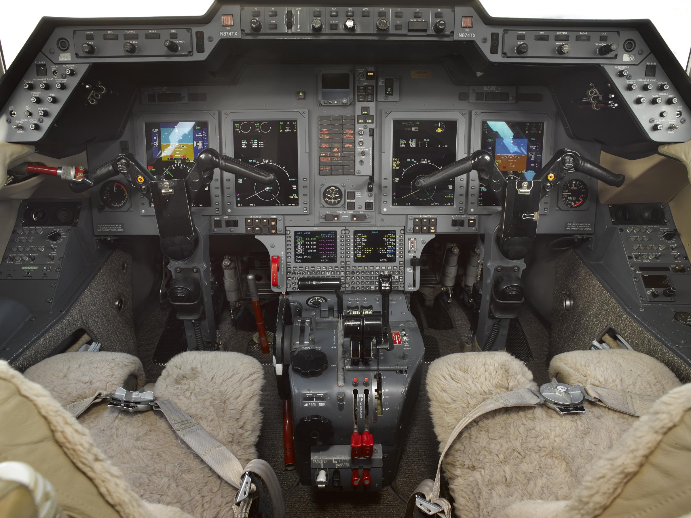 Hawker 800XP panel