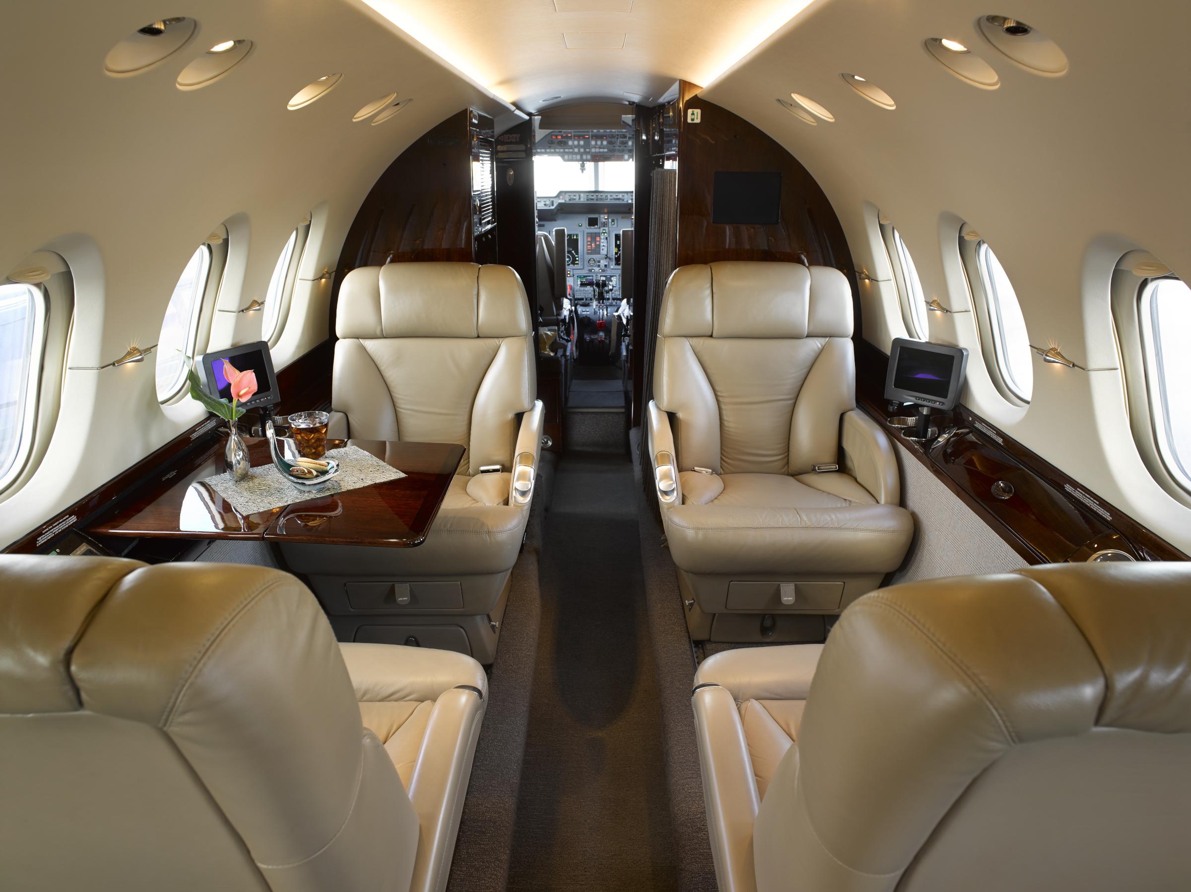 Hawker 800XP interior