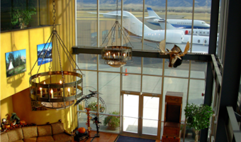 https://resources.globalair.com/airport/images/fbophotos/39_BZN_Lobby_View_Out_21.jpg