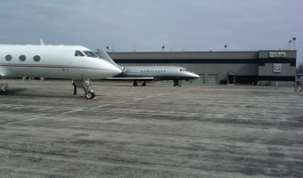 https://resources.globalair.com/airport/images/fbophotos/FBO_2635_Photo_1960.jpg
