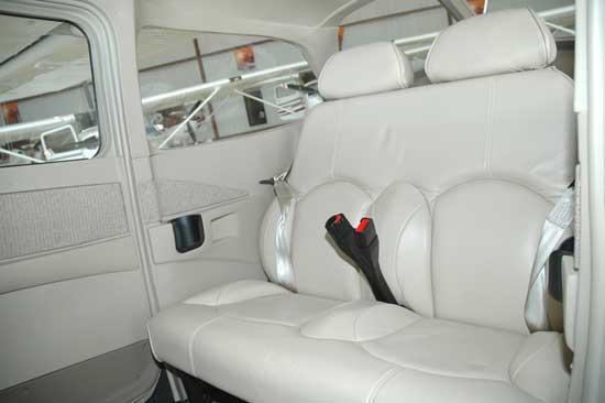 Cessna 172P - interior