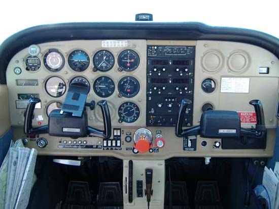 Cessna 172 Specifications, Cabin Dimensions, Speed - Cessna
